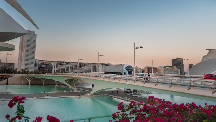 Volvo FH LNG drives through Valencia.